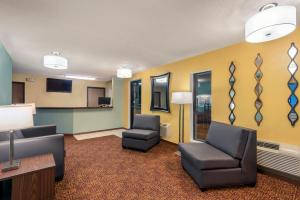The lounge or bar area at Super 8 by Wyndham Wakeeney