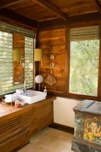 A bathroom at Baghvan Pench National Park - A Taj Safari Lodge