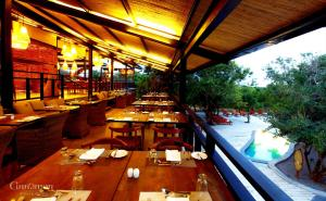 A restaurant or other place to eat at Cinnamon Wild Yala