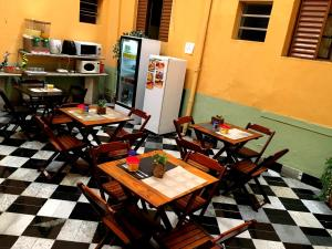 A restaurant or other place to eat at hotel Economico da SE