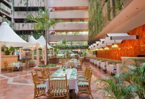 A restaurant or other place to eat at Barceló Ixtapa - All Inclusive
