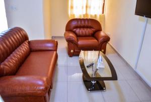 A seating area at Admiralty Serviced Apartments