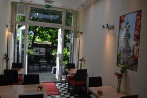 Een restaurant of ander eetgelegenheid bij Alp Hotel