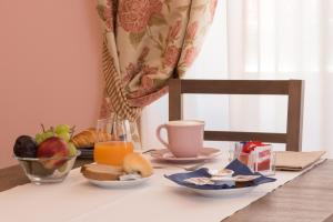 Coffee and tea-making facilities at Hotel Rosa