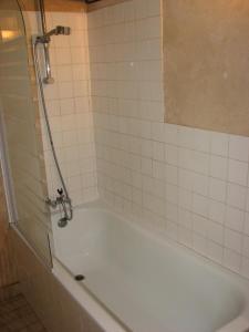 A bathroom at Duplex Carreyrou