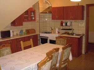 Kuchnia lub aneks kuchenny w obiekcie Dom jednorodzinny z miejscami noclegowymi