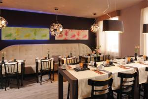 A restaurant or other place to eat at Leonardo Boutique Hotel Munich