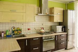 Кухня или мини-кухня в Apartment on Leninskaya