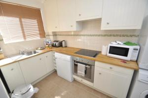 A kitchen or kitchenette at North Ryde Self-Contained One-Bedroom Apartment (7KHRT)