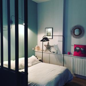 Un ou plusieurs lits dans un hébergement de l'établissement La petite suite