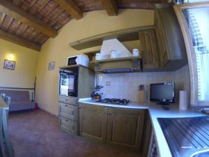 ครัวหรือมุมครัวของ Agriturismo il Tiglio