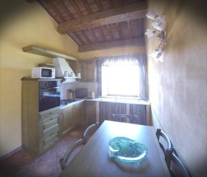 A kitchen or kitchenette at Agriturismo il Tiglio