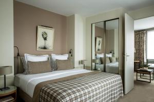 A room at Hôtel Aiglon