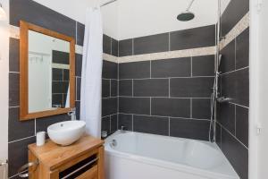 A bathroom at Au Bonheur des Dames by Cocoonr
