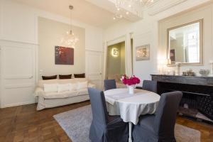 A seating area at Au Bonheur des Dames by Cocoonr
