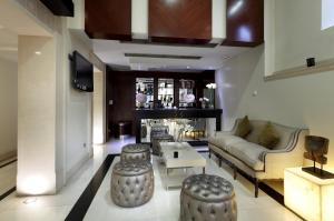 The lounge or bar area at Eurostars Gran Via