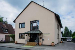 Eine Fassade oder ein Eingang zu Avenue Altenfurt