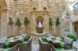 Ein Restaurant oder anderes Speiselokal in der Unterkunft Palazzo Consiglia