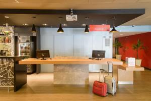 The lobby or reception area at Ibis Aracaju