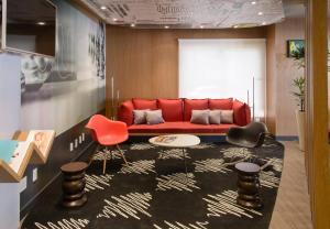 The lounge or bar area at Ibis Aracaju