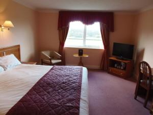 A bed or beds in a room at Potters International Hotel