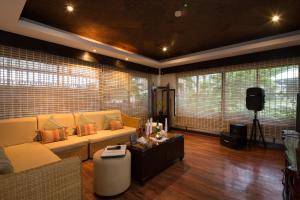 The lounge or bar area at Alta Vista de Boracay