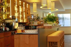 Ein Restaurant oder anderes Speiselokal in der Unterkunft Saterländer Hof