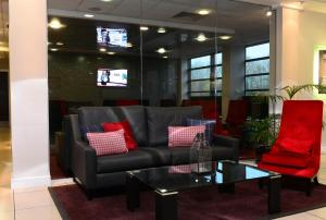 The lounge or bar area at International Hotel Telford