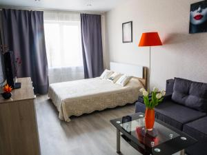 A bed or beds in a room at Apartment on Leninskiy