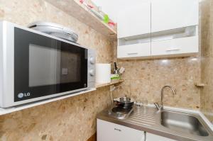 A kitchen or kitchenette at Eden Central Suite