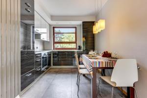 Restauracja lub miejsce do jedzenia w obiekcie Rent a Flat apartments - Torunska St.