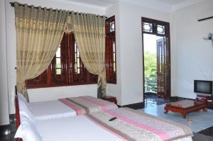 Giường trong phòng chung tại Minh Tuan Guesthouse