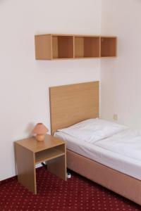A room at Snooze Guesthouse