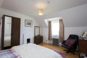 A television and/or entertainment centre at Lighthouse Cottage (Shared Facilities)