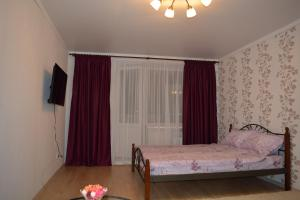 A bed or beds in a room at Apartment Rakhmaninova Proezd