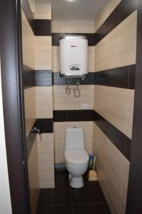 A bathroom at Apartment Rakhmaninova Proezd