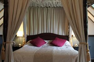 A room at Oak Farm Hotel