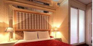 百老匯碟影旅館房間的床