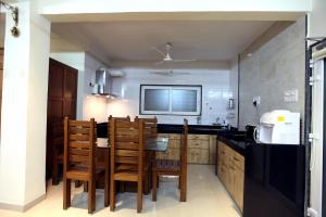 A kitchen or kitchenette at Yash Villa