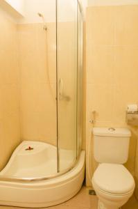 Phòng tắm tại Nhu Phu Hotel