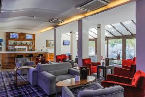 The lounge or bar area at Gonluferah Thermal Hotel