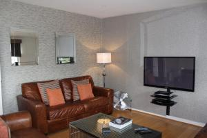 A seating area at Chelmsford Serviced Apartments