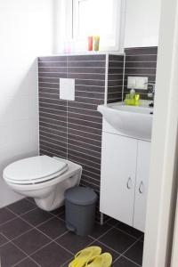 Een badkamer bij Strand49 Sint Maartenszee Glamping