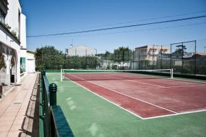 Tennis and/or squash facilities at Hotel Suave Mar or nearby