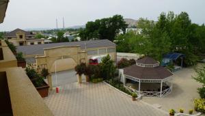 Uma vista aérea de River Side Hotel