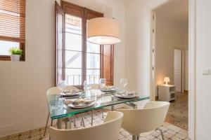 Un restaurante o sitio para comer en Apartments Catedral Historic Center