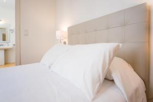 Cama o camas de una habitación en Apartments Catedral Historic Center