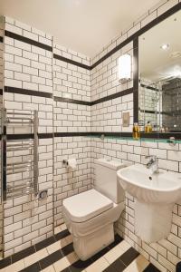 A bathroom at Saint Pauls House
