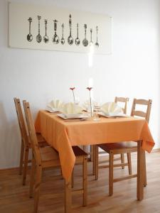 Ein Restaurant oder anderes Speiselokal in der Unterkunft City Park Apartments - #13-20 - Moderne Apartments & Suiten im Zentrum