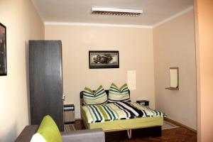 A bed or beds in a room at Veva Apartman - Eger Magánszálláshely